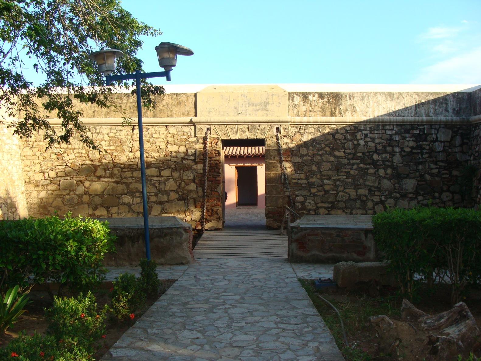 entrada del castillo de San Carlos deBorromeo